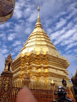 Komplett vergoldetes Tempeldach