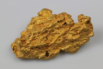 natürliches Goldnugget mittlerer Größe
